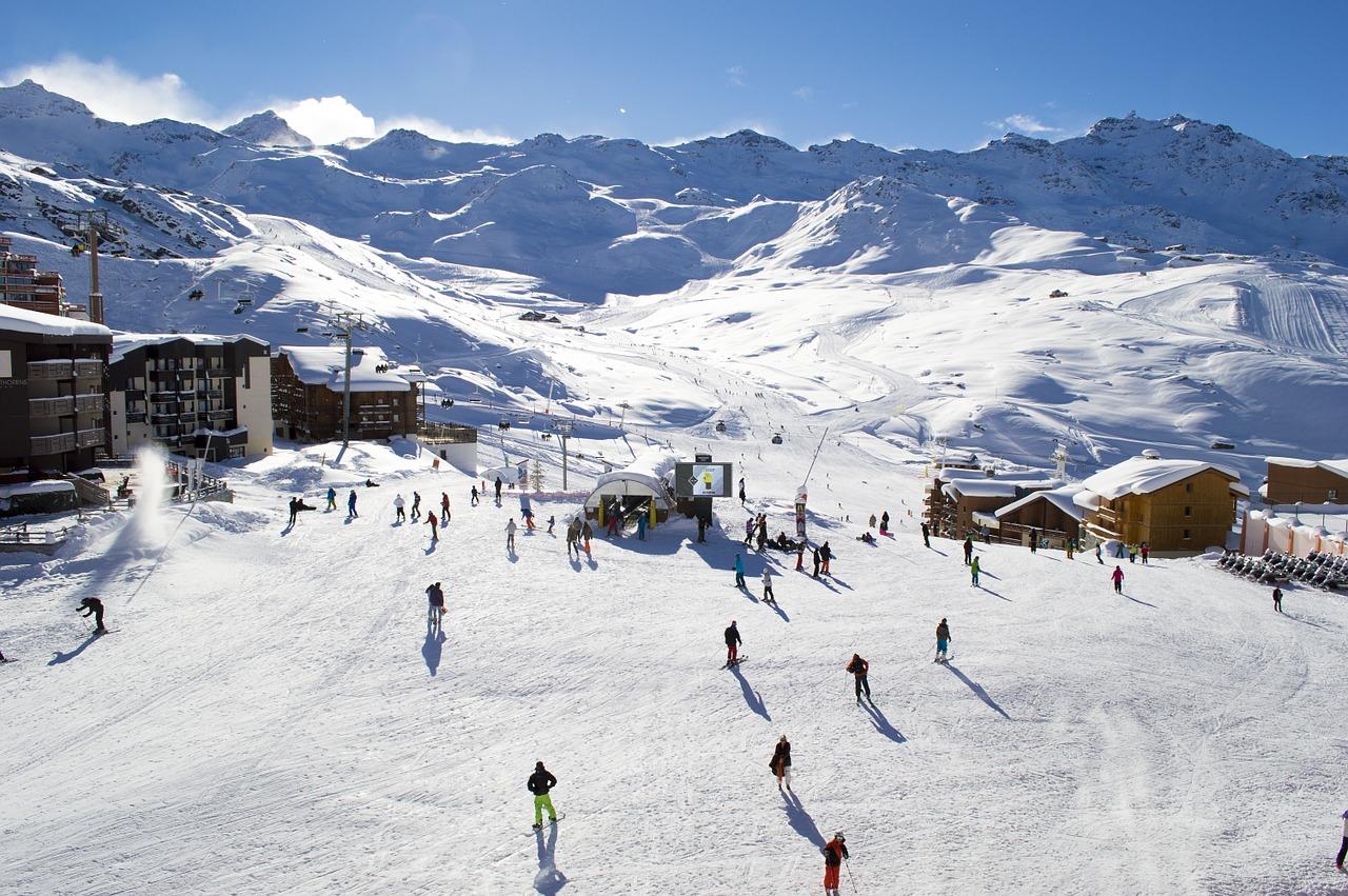 SKIING OR SNOWBOARDING? WHICH START WIHT…